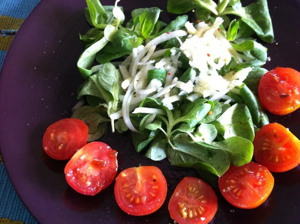 Feldsalat mit Tomaten