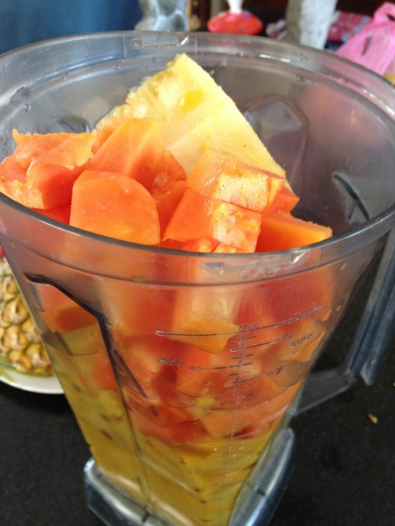 Mango-Ananas-Papaya Smoothie